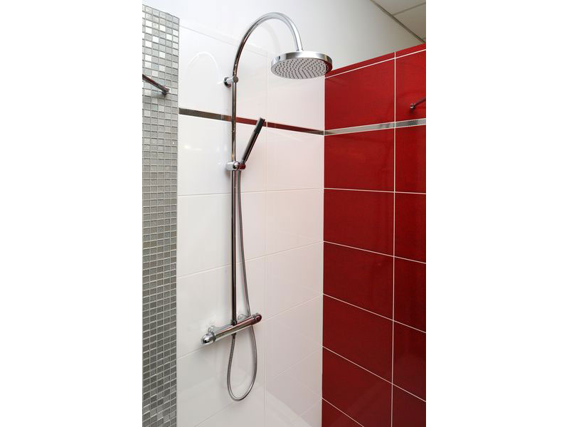 Emejing faience rouge salle de bain images for Faience salle de bain rouge
