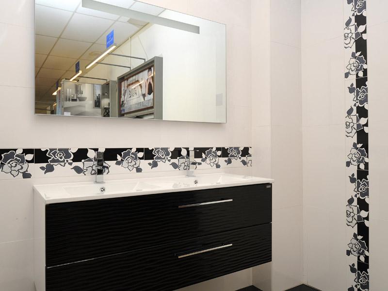 Carrelage salle de bain avec listel for Frise autocollante pour salle de bain